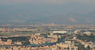 Nápoles, Italia Avión de los aviones sacar del aeropuerto internacional de Nápoles almacen de metraje de vídeo