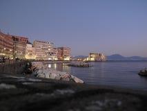 Nápoles por noche fotografía de archivo libre de regalías