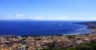 Nápoles Vista del mar Mediterráneo foto de archivo