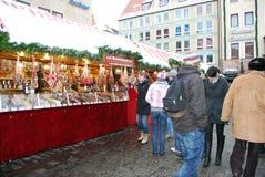 NÃ-¼rnberg, Tyskland - DECEMBER 19: Oidentifierat folk i traditi arkivbild