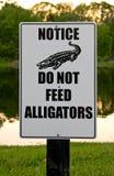 Não alimente a jacarés o sinal Fotografia de Stock Royalty Free