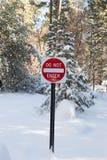 Não entre assinam dentro a neve Fotografia de Stock