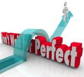 Não espere a seta perfeita do homem sobre as palavras 3d Fotografia de Stock Royalty Free