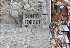 Não esqueça o texto em Mostar, Foto de Stock Royalty Free
