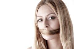 Não fale nenhum mal, silenciado por próprio cabelo Fotografia de Stock Royalty Free