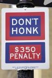 Não honk o sinal de rua Imagens de Stock