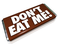 Não me coma comida lixo insalubre da barra de chocolate do chocolate das palavras Fotografia de Stock Royalty Free