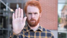 Não, pare o gesto pelo homem novo da barba do ruivo vídeos de arquivo