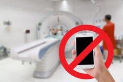 Não use seus vídeos e fotos da gravação do telefone celular no hospital fotos de stock royalty free