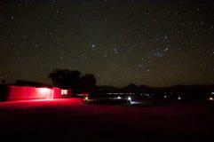 Nächtlicher Himmel über Atacama-Wüste lizenzfreies stockbild