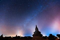 Nächtlicher Himmel in Bagan lizenzfreies stockfoto