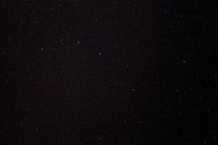 Nächtlicher Himmel spielt Hintergrund die Hauptrolle Stockbild