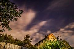 Nächtlicher Himmel und Wolken Stockfotos