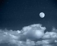 Nächtlicher Himmel von einem Platz lizenzfreie stockfotos