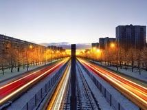 Nächtlicher Verkehr in Kiew Stockbild