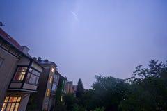 Nächtliches Gewitter über Wien-Vororten Stockfoto