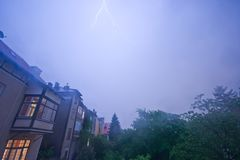 Nächtliches Gewitter über Wien-Vororten Stockfotografie