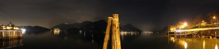 Nächtliches Panorama in See Luzerne (Swit Stockfotografie