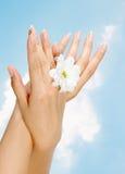 Nägel und Frauenfinger Lizenzfreies Stockbild