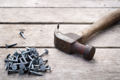 Nägel und Hammer stockbilder