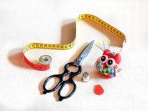 nähen Werkzeuge Nähen, Näherin, Handwerk, Kunstfertigkeit, Kreativität Stockfotos