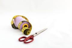 Nähende Geräte, Scheren, Thread, Knöpfe Stockfotografie