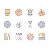 Nähende und strickende Ikonen eingestellt Strang des Garns, Stricknadeln, Spule des Threads, Scheren, Muffe, Knöpfe, Fall, Stifte Lizenzfreies Stockbild