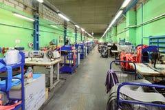 Nähende Werkstatt für Produktion von unten Bügeln Lizenzfreies Stockbild