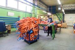 Nähende Werkstatt für Produktion von unten Bügeln Stockbilder