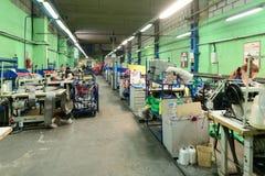 Nähende Werkstatt für Produktion von unten Bügeln Lizenzfreie Stockbilder