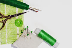 Nähendes Handwerkskonzept in den grünen Abstufungen Stockfotos