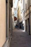 Näher weg zwischen alten Häusern #3 Stockfotos
