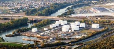 Nähern Sie sich zu internationalem Flughafen Frankfurts mit Ansicht zur Ölstation Lizenzfreies Stockbild