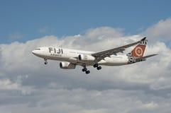 Nähernde Landung Fidschi-Fluglinien-Airbus-Flugzeuge Stockfotografie