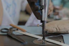Nähmaschine und lokaler Schneider Dieser ` s Schuss lassen Thailand ein Lizenzfreie Stockbilder