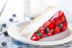 Nähren Sie hellen Nachtisch mit frischen Früchten und Gelee Lizenzfreies Stockbild