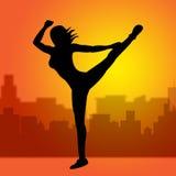 När du dansar att posera föreställer yoga poserar och andlighet Fotografering för Bildbyråer
