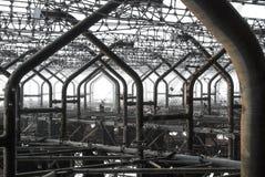 Nära övre detaljer för metall av den övergav ryska hackspetten för Duga radar på den Tjernobyl uteslutandezonen av hög radioaktiv Royaltyfri Bild