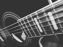 Nära övre för gitarr royaltyfria foton
