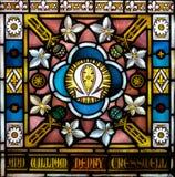 Nära övre för målat glass mig i kyrka av det heliga korset Arkivbilder