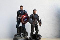 Nära övre skott av superherosdiagramet för kapten America Infinity War, i att slåss för handling royaltyfria bilder