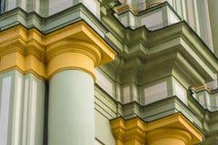 Nära övre skyltfönsterkyrka Arkivfoton