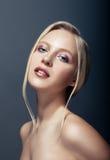 Nära övre stående för skönhet av den nordiska naturliga blonda kvinnan Arkivbilder