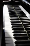 Nära övre tangenter för piano Closeup för flygeltangentbord Royaltyfri Bild