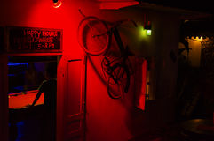 Nära billiard på natten laos fotografering för bildbyråer