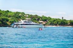 Nära den tropiska ön Fotografering för Bildbyråer
