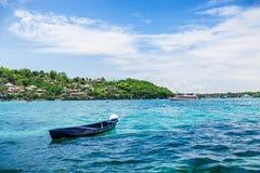 Nära den tropiska ön Royaltyfri Foto