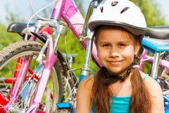 Nära fors av en ung flicka i blått Fotografering för Bildbyråer