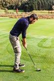 Nära golfhålet royaltyfri bild