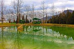 Nära kloster komplexa Rupite till mineralvårarna ett naturligt landskap från Bulgarien Royaltyfria Bilder